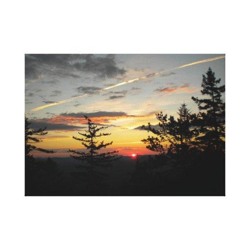 Puesta del sol en montañas del Th Impresión En Lona