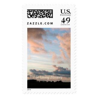 Puesta del sol en sellos pacíficos del monumento