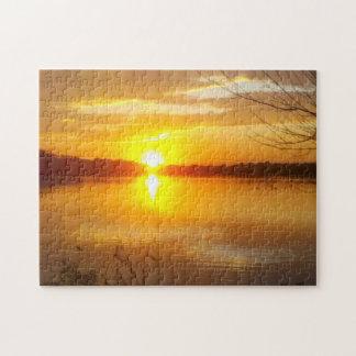 Puesta del sol en un lago puzzles con fotos