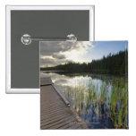 Puesta del sol en un pequeño lago pin