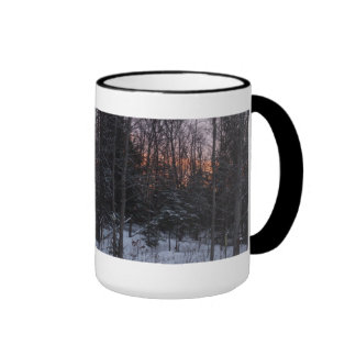 Puesta del sol en una escena del invierno taza de dos colores