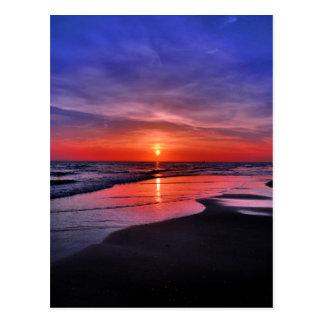 Puesta del sol en una playa de la isla de Ana Mari Postales