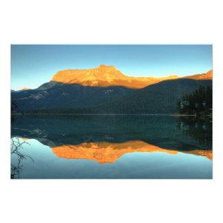 Puesta del sol esmeralda del lago, parque nacional arte fotográfico