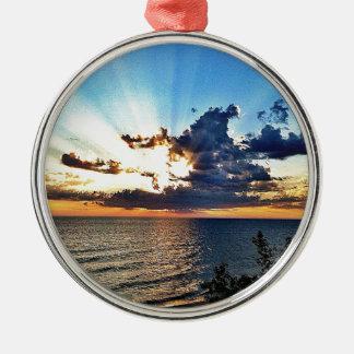 Puesta del sol espectacular sobre el lago Michigan Ornamento De Navidad