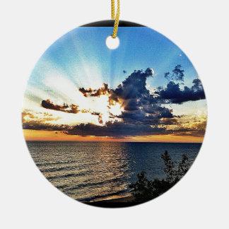 Puesta del sol espectacular sobre el lago Michigan Ornato