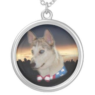 Puesta del sol fornida patriótica del perro colgante redondo