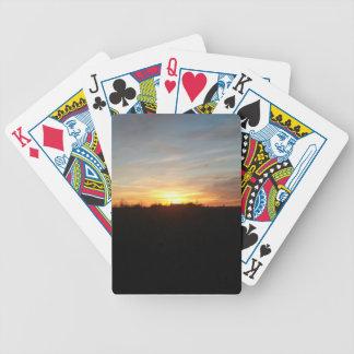 Puesta del sol fuera de las tarjetas de Grand Fork Barajas