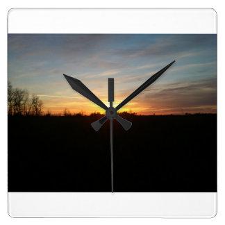 Puesta del sol fuera del reloj de Grand Forks Dako