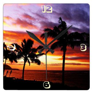 Puesta del sol hawaiana reloj cuadrado