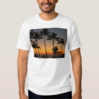 Puesta del sol hawaiana remeras
