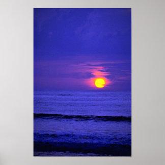 Puesta del sol hermosa: Bali, Indonesia Póster