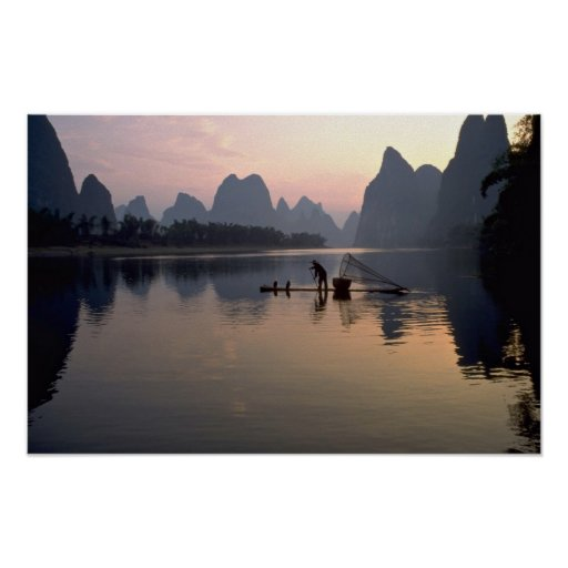Puesta del sol hermosa: Cruzar el río Li, Guilin,  Poster