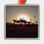 Puesta del sol hermosa de la playa de Santa Barbar Ornamento Para Arbol De Navidad