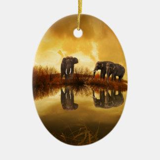 puesta del sol hermosa de Tailandia del elefante Adorno Navideño Ovalado De Cerámica