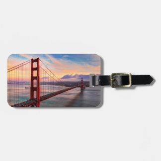 Puesta del sol hermosa del invierno en puente Gold Etiquetas Para Equipaje