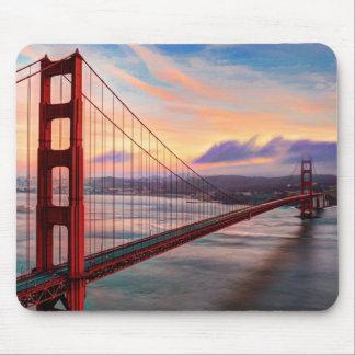 Puesta del sol hermosa del invierno en puente Gold Tapetes De Raton