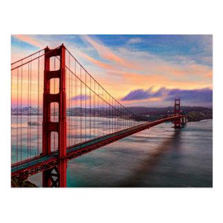 Puesta del sol hermosa del invierno en puente Gold Tarjeta Postal