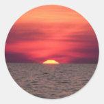 Puesta del sol hermosa del océano pegatinas redondas
