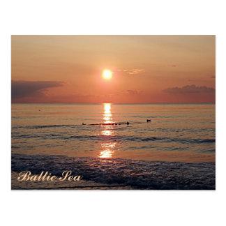 Puesta del sol hermosa en las postales de la foto