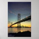 Puesta del sol hermosa: Puente de la bahía, San Fr Posters
