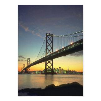 """Puesta del sol hermosa: Puente de la bahía, San Invitación 5"""" X 7"""""""