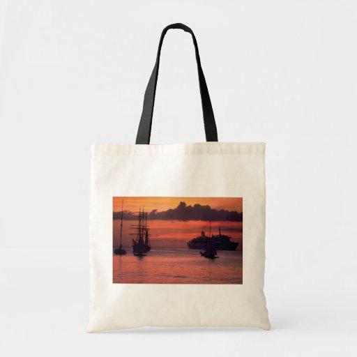 Puesta del sol hermosa: Puerto de Bridgetown, Barb Bolsa De Mano