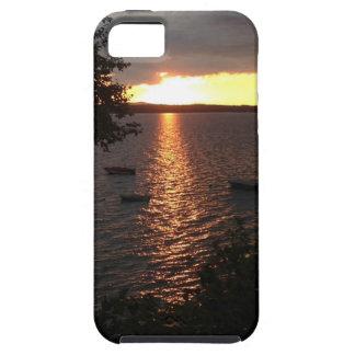 Puesta del sol hermosa sobre el lago maine iPhone 5 fundas