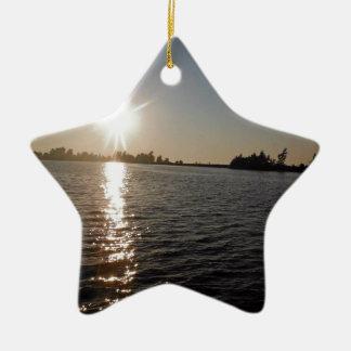 Puesta del sol hermosa sobre el lago Ontario Ornamentos De Navidad