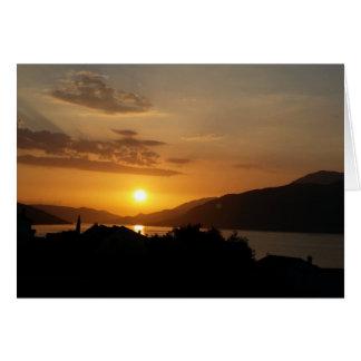 Puesta del sol hermosa tarjetón