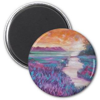 Puesta del sol imponente sobre la pintura herbosa  imán redondo 5 cm