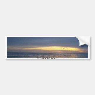 Puesta del sol impresionante en la isla del roble pegatina de parachoque