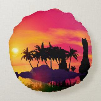 Puesta del sol impresionante en rosa y oro cojín redondo