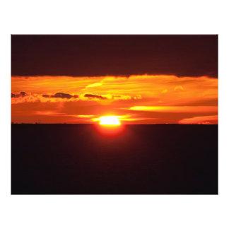 Puesta del sol intensa tarjetas publicitarias