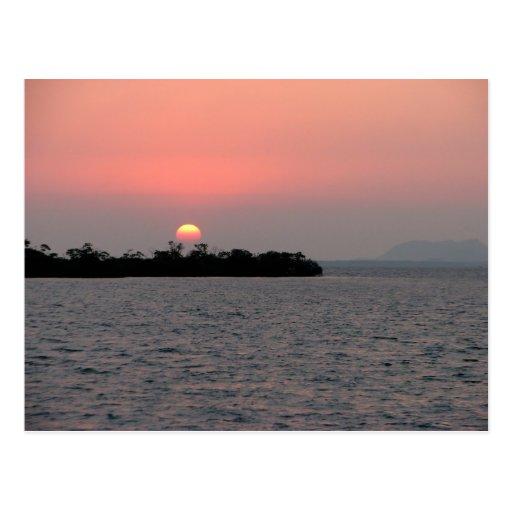 Puesta del sol, isleta del mangle, Belice Postales