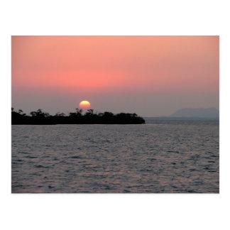 Puesta del sol, isleta del mangle, Belice Tarjetas Postales