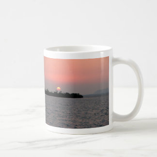 Puesta del sol isleta del mangle Belice Taza De Café