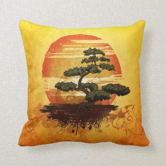 Puesta del sol japonesa del árbol de los bonsais cojín
