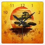 Puesta del sol japonesa del árbol de los bonsais reloj cuadrado