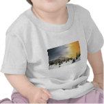 Puesta del sol loca de las montañas camisetas