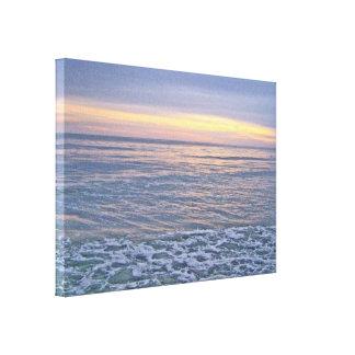 Puesta del sol magnífica a lo largo de la costa de impresión en lona estirada
