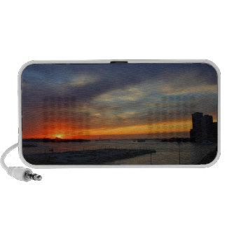 Puesta del sol magnífica sobre puerto de NYC Laptop Altavoces