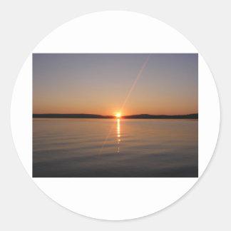 Puesta del sol Maine del lago Madawaska Etiqueta Redonda
