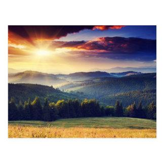 Puesta del sol majestuosa en el paisaje 4 de las m tarjetas postales