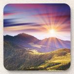 Puesta del sol majestuosa en el paisaje 6 de las m posavasos de bebidas