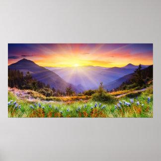 Puesta del sol majestuosa en el paisaje de las mon póster