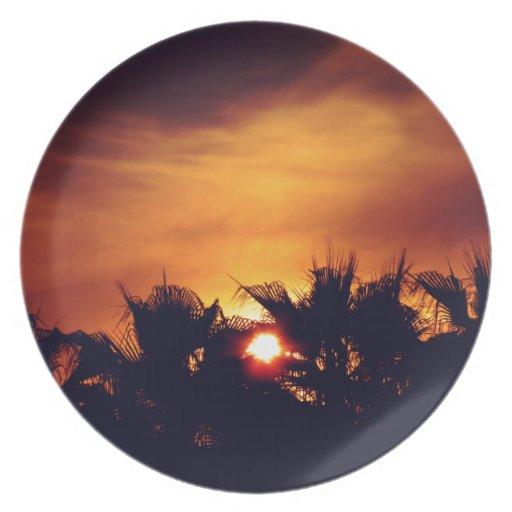 Puesta del sol maravillosa platos para fiestas