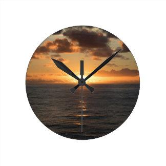 Puesta del sol maravillosa relojes