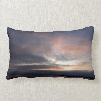 Puesta del sol nublada almohada
