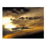 Puesta del sol oscura tarjetas postales