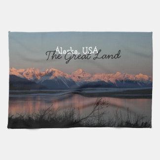 Puesta del sol pacífica; Recuerdo de Alaska Toalla De Mano